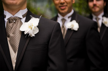 champagne_gold-wedding5-groom-with-gold-vest-and-shirt-with-black-tux[1]