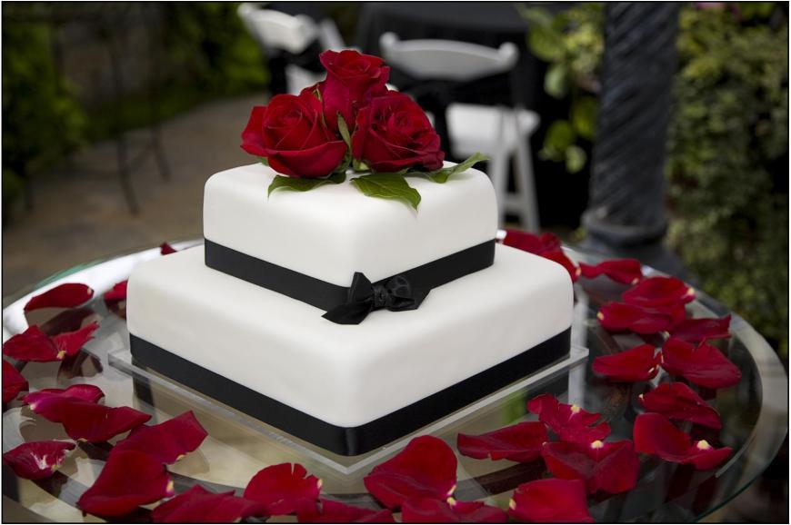 Wedding-cake-red-roses